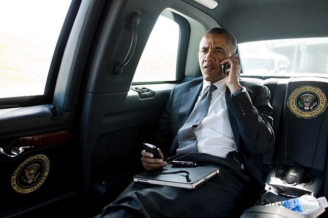 Tổng thống Hoa Kỳ Barack Obama trên chiếc The Beast chính chủ.