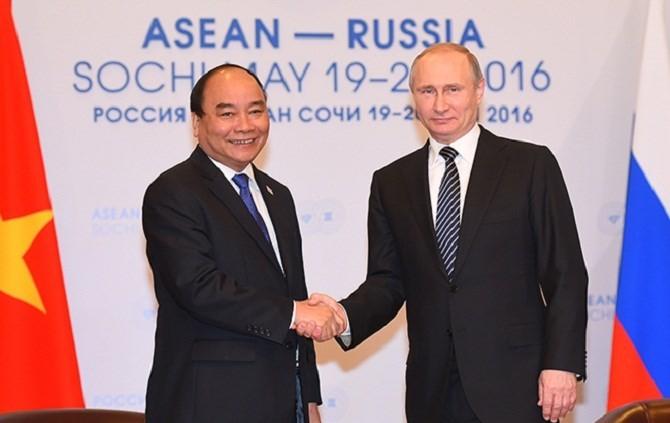 Thủ tướng Nguyễn Xuân Phúc và Tổng thống Putin trao đổi về vấn đề biển Đông