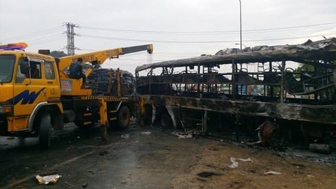 Tai nạn kinh hoàng, cháy rụi 2 xe khách giường nằm, đã có 12 người chết - ảnh 1