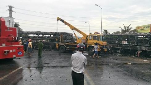 Tai nạn kinh hoàng, cháy rụi 2 xe khách giường nằm, đã có 12 người chết - ảnh 2