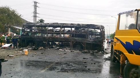 Tai nạn kinh hoàng, cháy rụi 2 xe khách giường nằm, đã có 12 người chết - ảnh 3