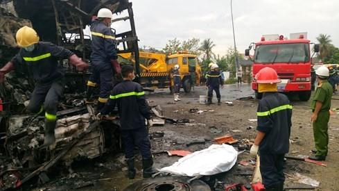 Tai nạn kinh hoàng, cháy rụi 2 xe khách giường nằm, đã có 12 người chết - ảnh 4