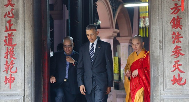 Nguoi huong dan ong Obama o chua Ngoc Hoang ke gi? hinh anh 2
