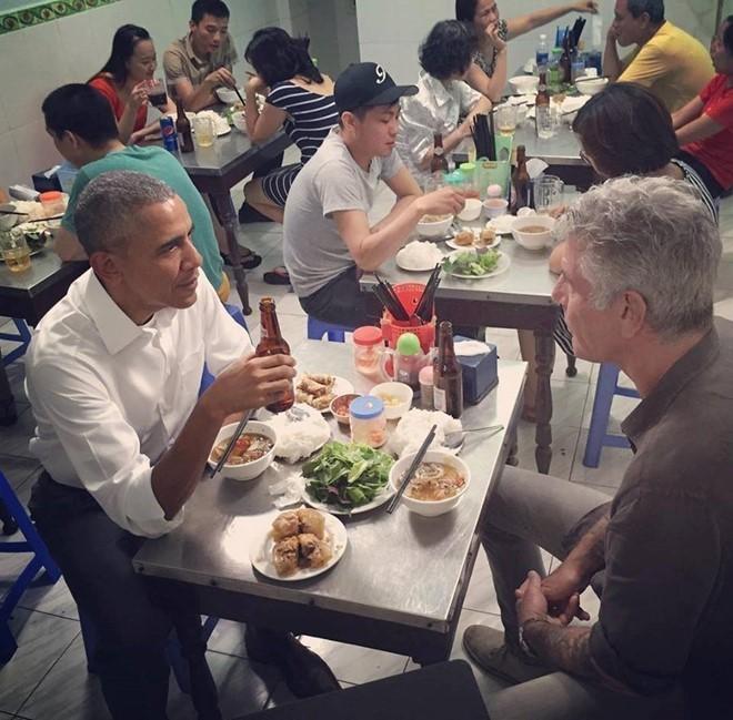 Tong thong Obama da mua nhung gi tai Viet Nam? hinh anh 4