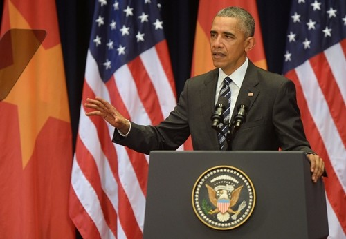 Tổng thống Mỹ Barack Obama phát biểu tại Trung tâm Hội nghị Quốc gia, Hà Nội, ngày 24/5. Ảnh: Reuters.