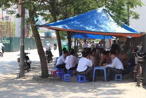 Nắng nóng kéo dài, trà đá vỉa hè, quán cà phê, cà phê vắng khách vì nắng nóng