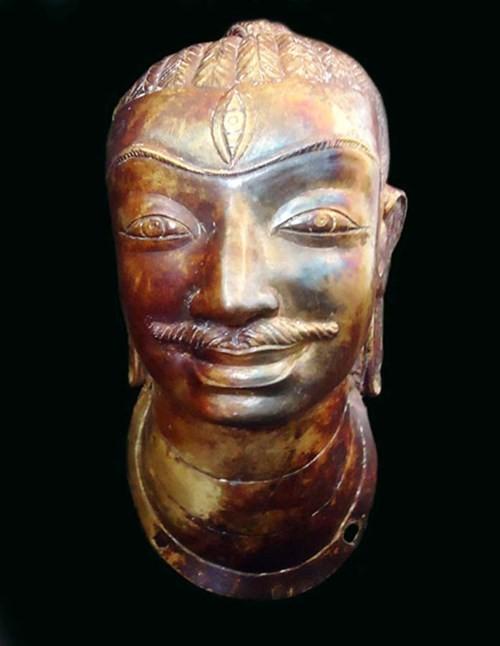 Cổ vật kỳ sự: Đầu tượng vàng trong đống phế liệu - ảnh 1