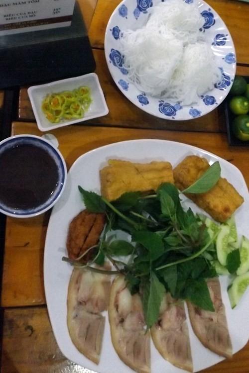 Sài Gòn những 'cơn sốt' xoài lắc, mỳ cay, bún đậu: Sớm nở, chóng tàn - ảnh 2