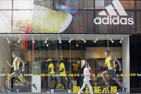 Nike, Adidas 'lên ngôi' vì dân Trung Quốc bớt xài sang - ảnh 1