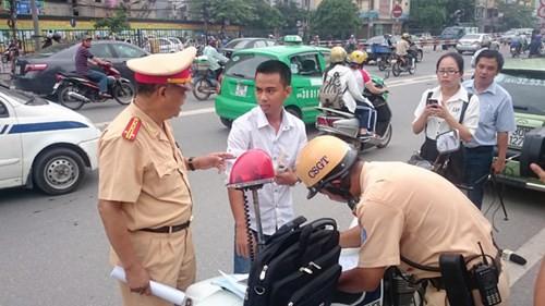 """Tăng nặng phạt vi phạm giao thông từ ngày 1/8: Ám ảnh """"chung chi"""" - ảnh 1"""