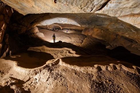 Cảnh đẹp trong hang Hòa Hương
