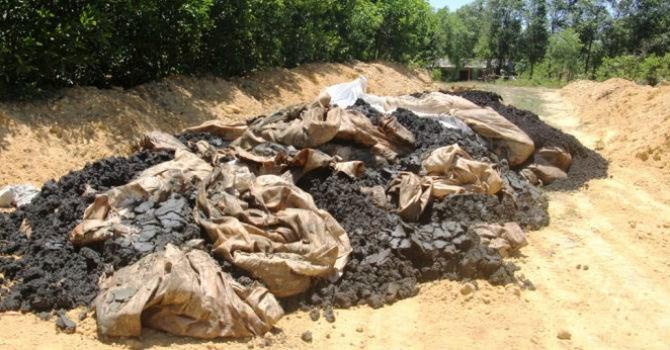 """""""Hơn 100 tấn bùn thải từ Formosa chỉ chôn lấp đến bao giờ mới phân huỷ?"""""""