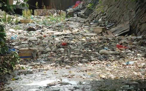 'Chiêm ngưỡng' những dòng kênh thối nhất Sài Gòn - ảnh 1