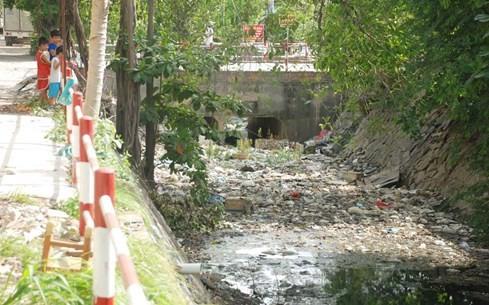 'Chiêm ngưỡng' những dòng kênh thối nhất Sài Gòn - ảnh 4