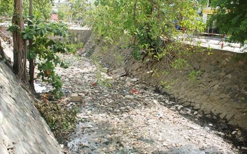 'Chiêm ngưỡng' những dòng kênh thối nhất Sài Gòn - ảnh 5
