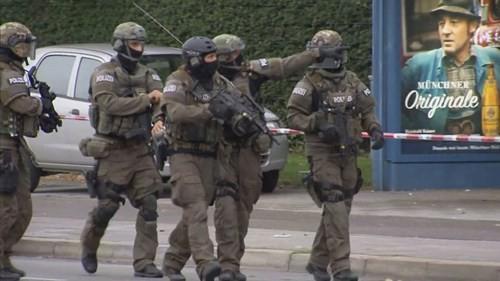 Xả súng ở Munich: Hung thủ gốc Iran vừa bắn vừa chửi người nước ngoài - ảnh 3