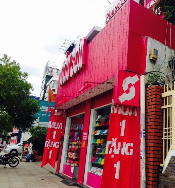 Cửa hàng tại Nguyễn Văn Trỗi, quận Phú Nhuận, TPHCM trưa 4/8/2016.