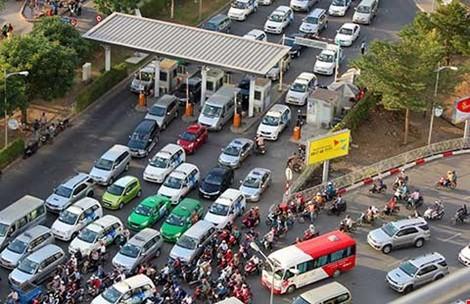 Sân bay Tân Sơn Nhất tắc cả dưới đất lẫn trên trời