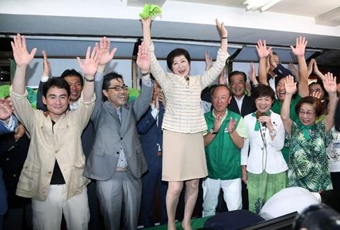 Nữ chính trị gia thách thức thủ tướng Nhật 2