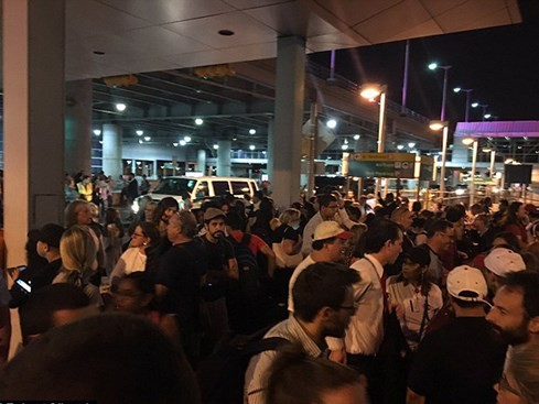 Nổ súng ở sân bay Kennedy (New York), hàng ngàn hành khách phải sơ tán - ảnh 1