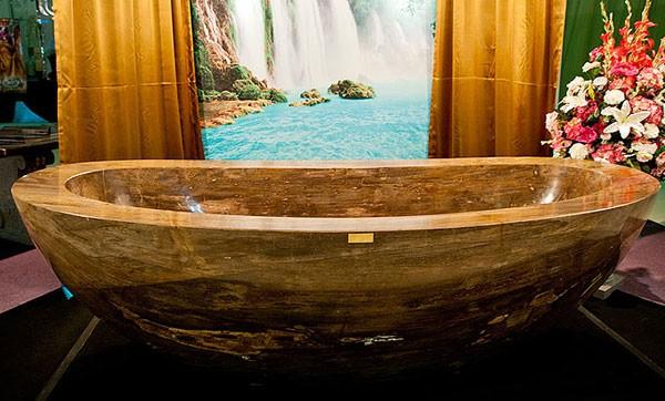 giường dắt vàng, bồn tắm dát vàng, toilet dát vàng, bồn tắm đắt nhất thế giới, giường đắt nhất thế giới,