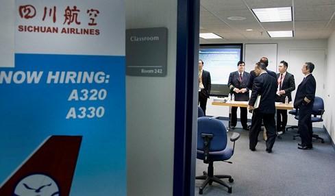 Hàng không Trung Quốc mời gọi phi công ngoại bằng lương khủng - ảnh 2