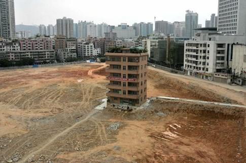 [ẢNH] Những căn nhà 'lì lợm' không chịu giải tỏa ở Trung Quốc - ảnh 1