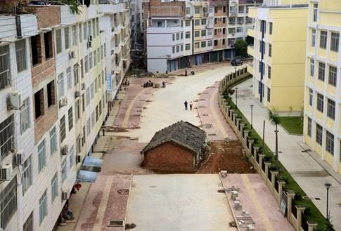 [ẢNH] Những căn nhà 'lì lợm' không chịu giải tỏa ở Trung Quốc - ảnh 3