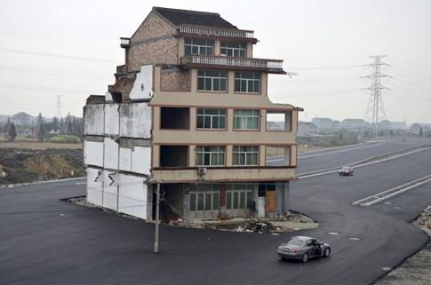 [ẢNH] Những căn nhà 'lì lợm' không chịu giải tỏa ở Trung Quốc - ảnh 4