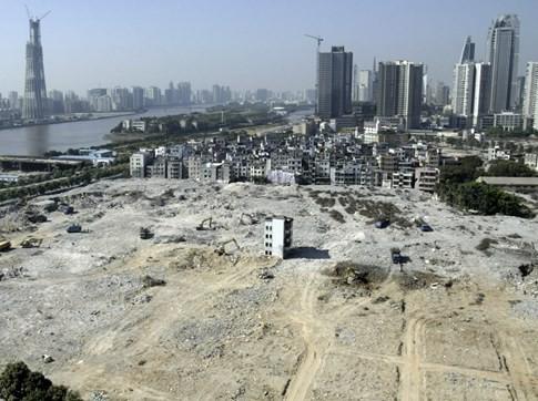 [ẢNH] Những căn nhà 'lì lợm' không chịu giải tỏa ở Trung Quốc - ảnh 5