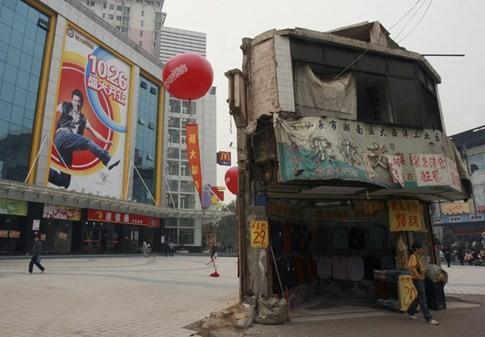 [ẢNH] Những căn nhà 'lì lợm' không chịu giải tỏa ở Trung Quốc - ảnh 7
