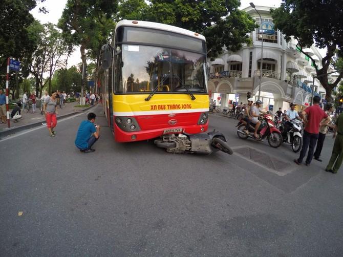 tai nạn liên hoàn, xe bus, xe buýt, xe bus gây tai nạn