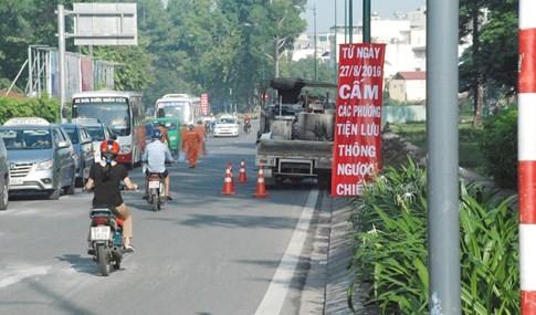Người Sài Gòn bất ngờ ngày đầu phân luồng, cấm xe ở sân bay Tân Sơn Nhất - ảnh 1