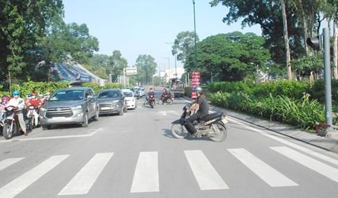 Người Sài Gòn bất ngờ ngày đầu phân luồng, cấm xe ở sân bay Tân Sơn Nhất - ảnh 3