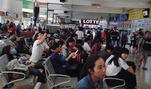 Người dân đi chơi lễ, cửa ngõ sân bay Tân Sơn Nhất kẹt cứng - ảnh 10