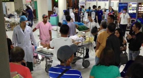 Người bị thương tại bệnh viện sau vụ nổ chợ đêm. Ảnh: Rappler