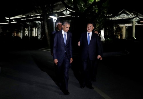 U.S. President Barack Obama and Chinese President Xi Jinping walk together at West Lake State Guest House in Hangzhou, in eastern Chinas Zhejiang province, on Saturday.
