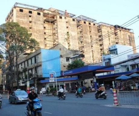 Chung cư 727, khách sạn, trùm tài phiệt Nguyễn Tấn Đời, bỏ hoang, bí ẩn, Sài Gòn, ngôi nhà, ma ám
