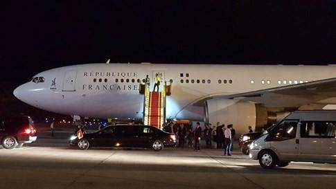 Chuyên cơ chở Tổng thống Pháp hạ cánh xuống sân bay Nội Bài - ảnh 2