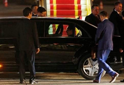 Chuyên cơ chở Tổng thống Pháp hạ cánh xuống sân bay Nội Bài - ảnh 8