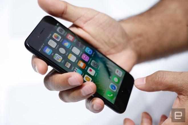 iPhone 7 sẽ lên kệ ngày 16/9. Ảnh: Engadget.