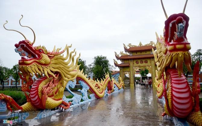 Toan canh nha tho To cua Hoai Linh o Sai Gon hinh anh 4