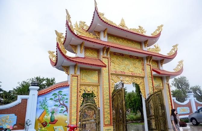 Toan canh nha tho To cua Hoai Linh o Sai Gon hinh anh 5