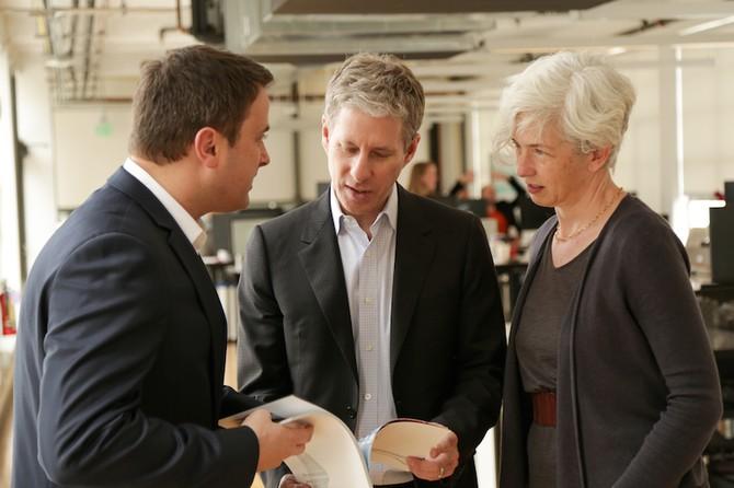 Thủ tướng Luxemburg ông Xavier Bettel (trái) đến thăm văn phòng mới mở của Ripple.
