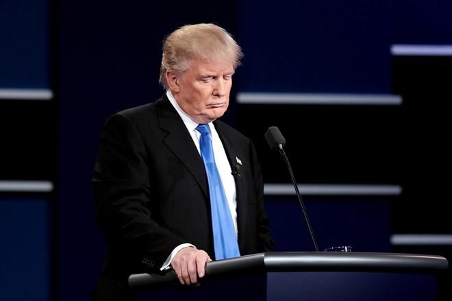 Donald Trump tu chui dau vao bay cua ba Clinton hinh anh 2