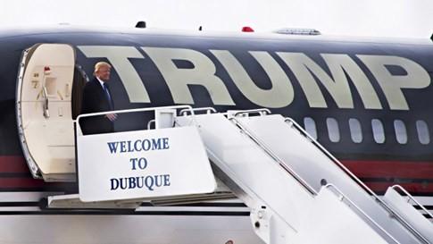 Donald Trump 'nghèo đi' 800 triệu USD chỉ sau 1 năm - ảnh 2