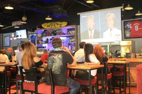 Người Mỹ ở Sài Gòn ngao ngán vì tranh luận Hillary - Trump - ảnh 2