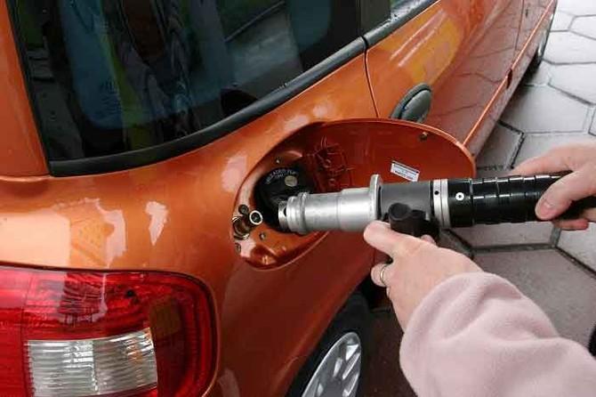 tiêu chuẩn khí thải, tiêu chuẩn Euro 4, Euro 2, ô tô, xe máy, động cơ, nhiên liệu, xăng dầu, ô nhiễm môi trường