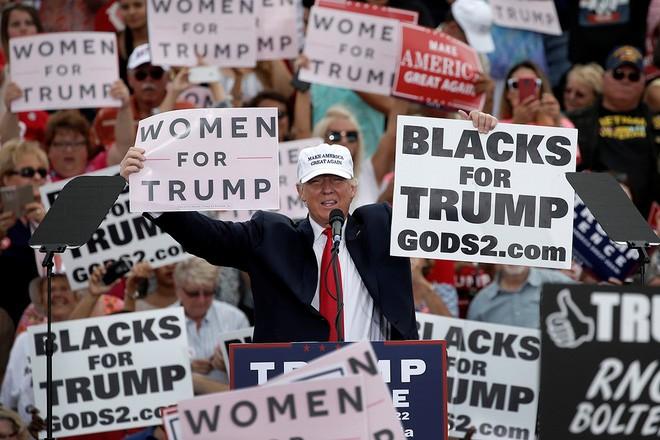 Ông Trump vận động tranh cử ở Florida hôm 12/10/2016 - Ảnh: Reuters.