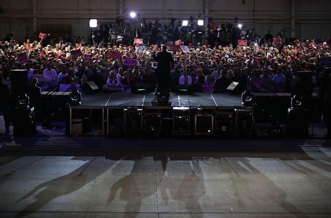 Ông Trump tại một sự kiện vận động tranh cử ở Pennsylvania ngày 6/11/2016 - Ảnh: Vouge.